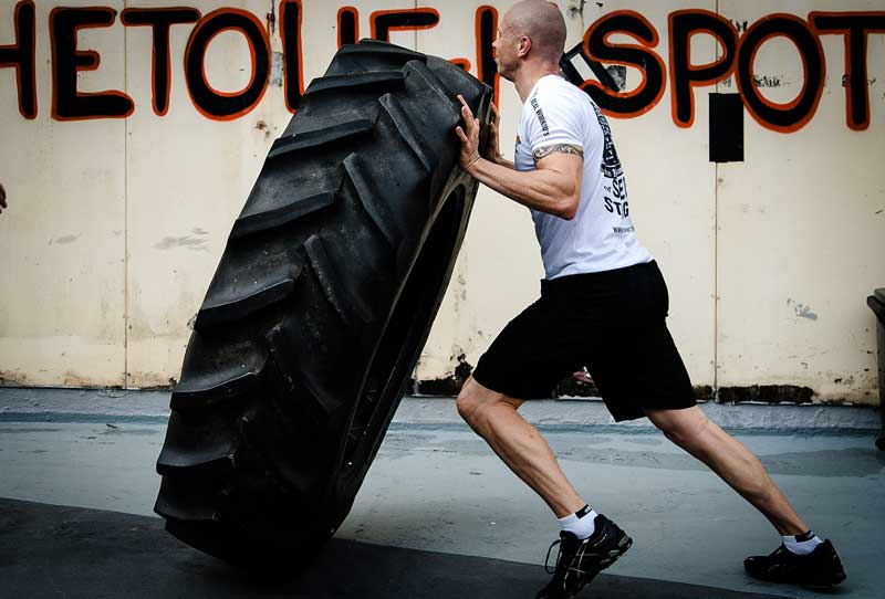 crossfit tyre flipping exercise