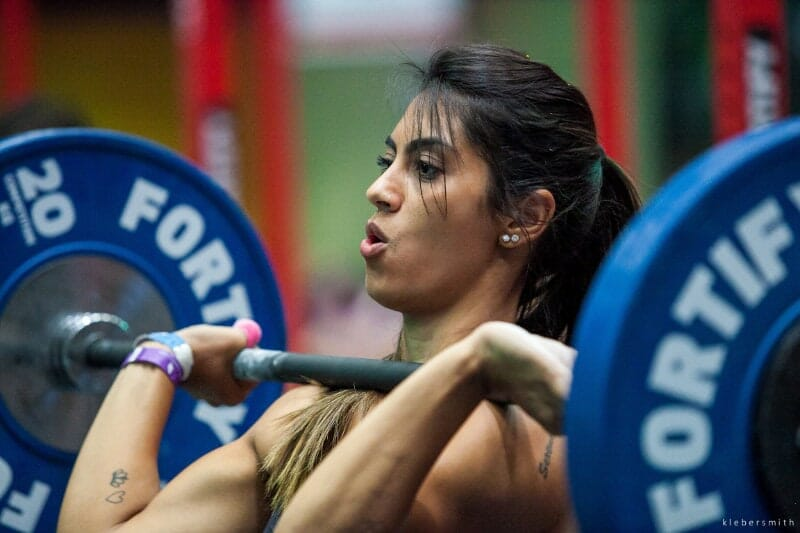 woman with barbell on shoulders